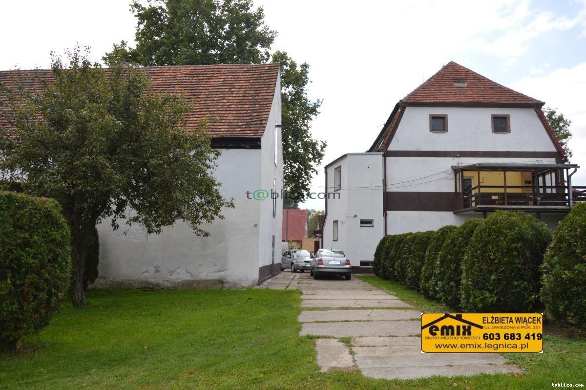 Dom z zabudowaniami i działką rolną