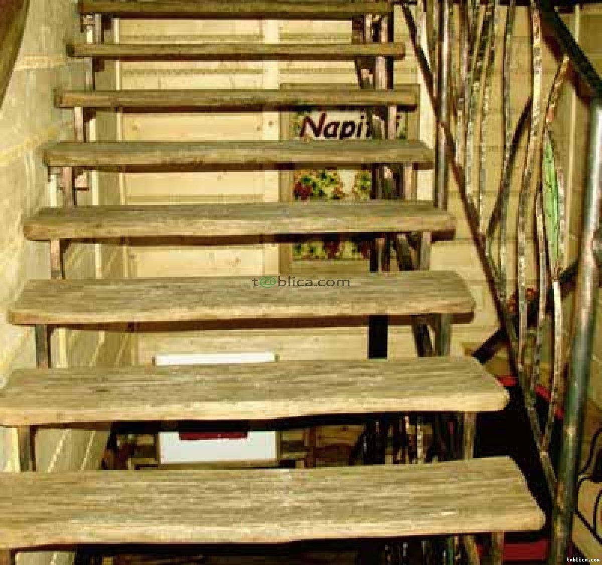 Schody w starym stylu - drewniane, rzeźbione