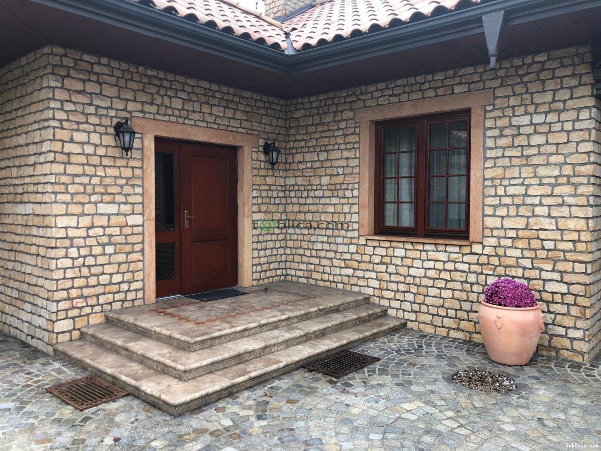 Piaskowiec kamień elewacyjny dekoracyjny cegła łupek